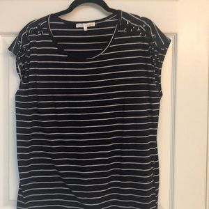 Navy blue with white stripes Shoulder laces Large